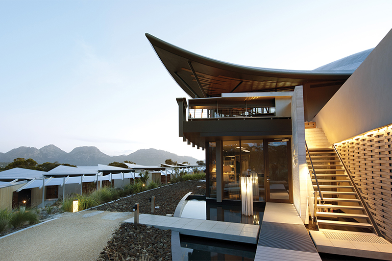 Saffire-Freycinet-Hinged-door-tall