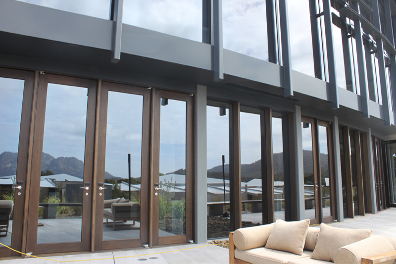 Saffire-Freycinet-Hinged-doors